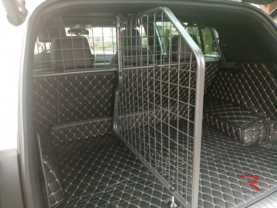 Kofferraum für unseren Chewi ausgekleidet und gesichert